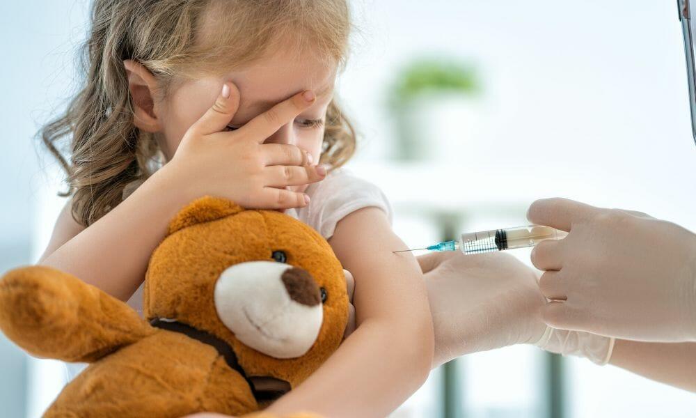 Impfen nützt nicht. Impfen schützt nicht. Impfen schadet. – im Interview mit Rolf Kron (Arzt & Hömöopath) | #197